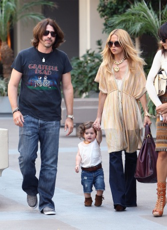 Rachel Zoe shopping with husband Rodger Berman with son Skyler.
