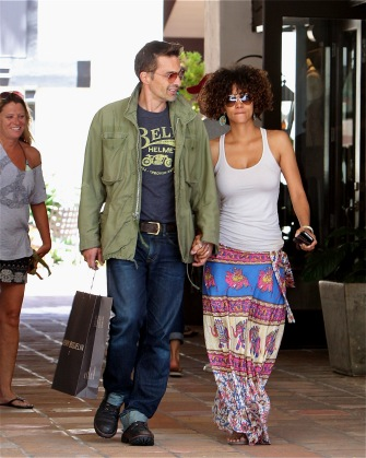 Halle Berry and Fiance Olivier Martinez go shopping.