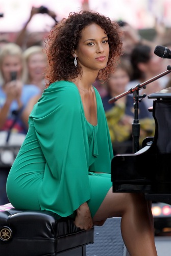 Alicia Keys prepares to play.